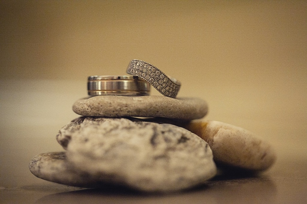 Rings_in_nature_on_stones.full