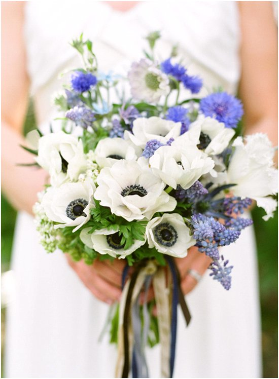 Chic blue and white summer wedding color palette and bridal bouquet