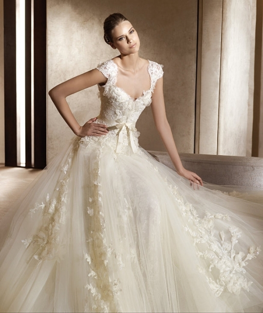 Aire barcelona wedding dress featuring lace cap sleeves junglespirit Image collections