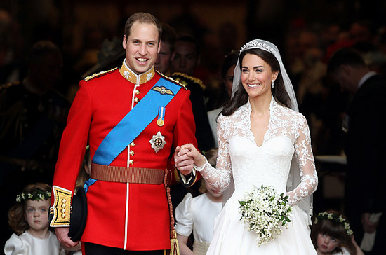 Kate Middleton and Prince William walk onto balcony for kiss hand-in-hand