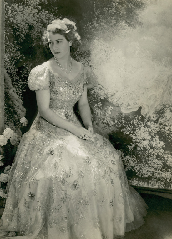 Princess Elizabeth wears Norman Hartnell wedding dress