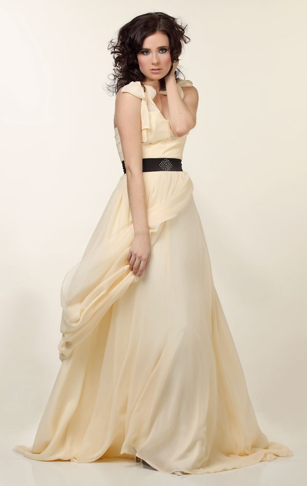Romantic Creamy Yellow Chiffon A Line Wedding Dress With Black Sash