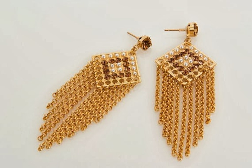 Gold dangle earrings for a bling bride