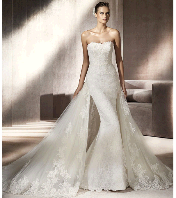 Chic Ivory Lace Mermaid Strapless Wedding Dress From
