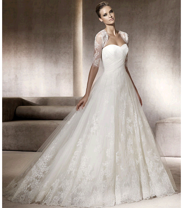 Romantic full a line pronovias wedding dress with lace for Wedding dress lace bolero