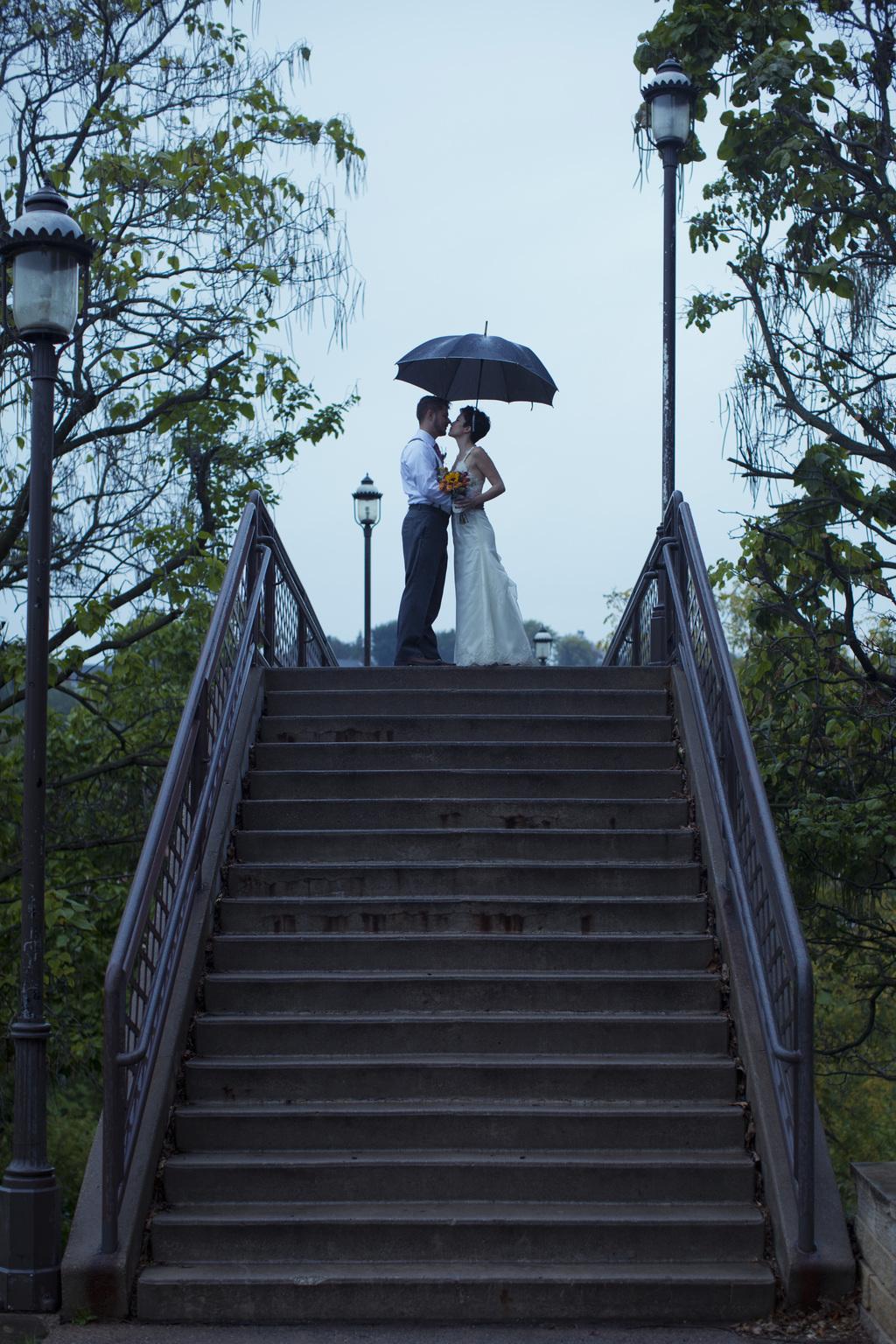Peer_canvas_wedding_photography_rockford_galena_stairs_rain_bride_groom_stairs.full