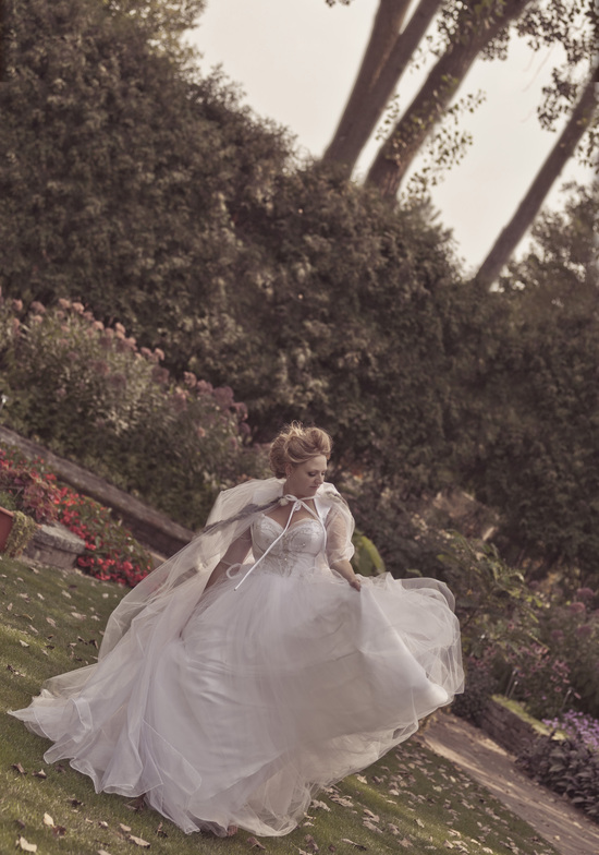 peer_canvas_wedding_photography_janesville_rotary_botanical_gardens_deborah_villanueva_marie_antoinette_bridal_fashion_shoot