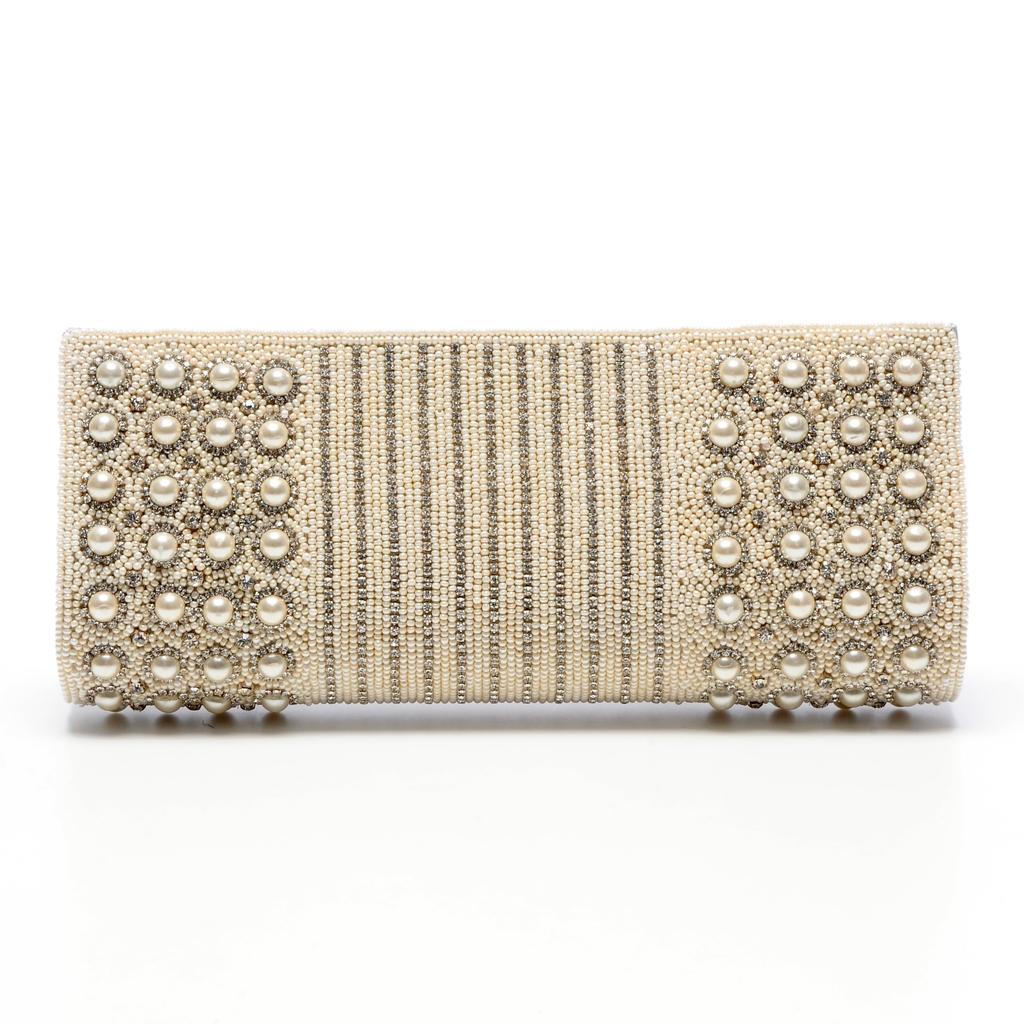 Chic-bridal-clutch-2011-wedding-accessories-pearls.full