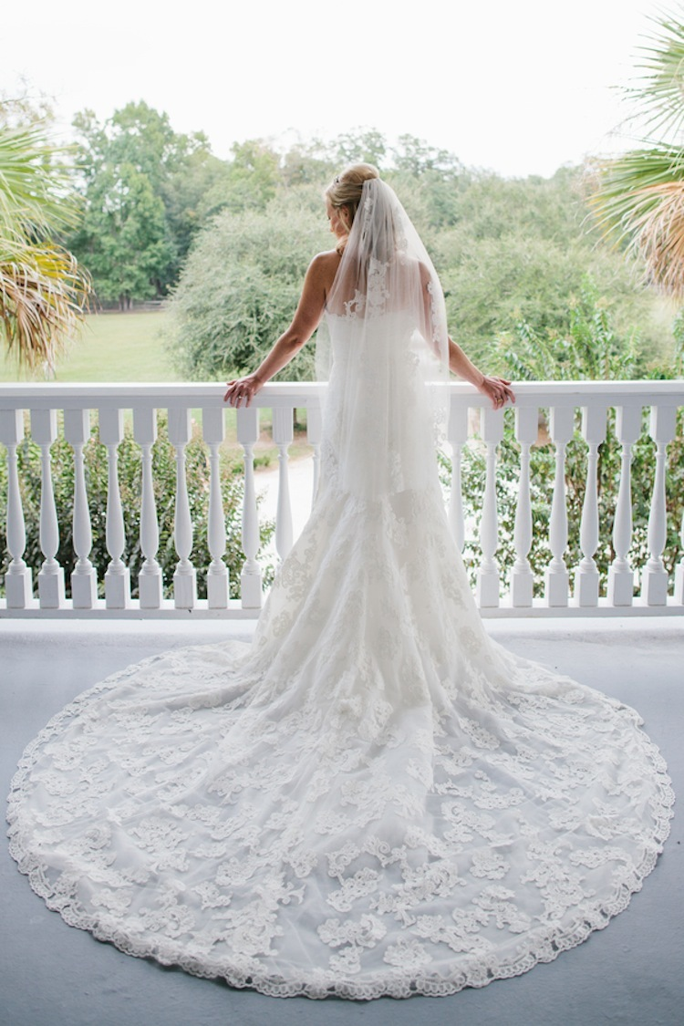 Real_bride_with_gorgeous_lace_train.full