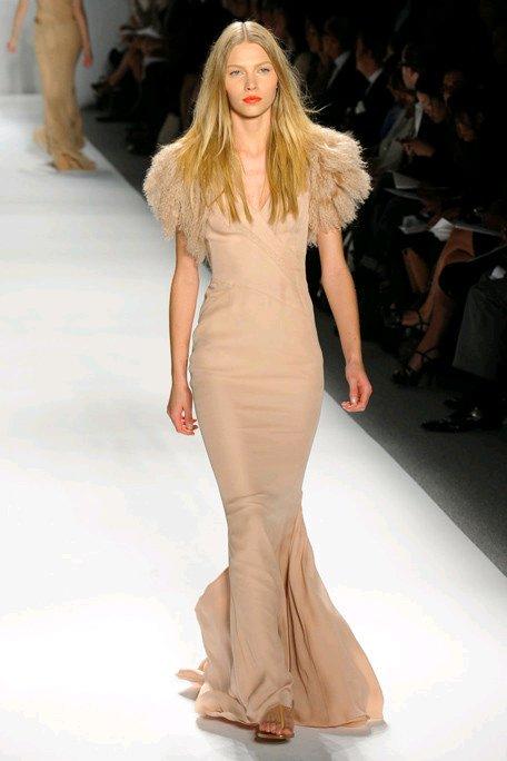 Vintage-inspired-mermaid-wedding-dress-v-neck-fur-bridal-bolero.full