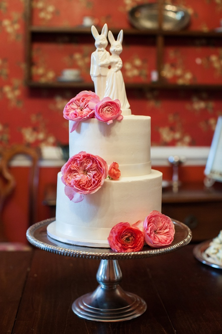 Two_tiered_cake_with_pink_peonies.full