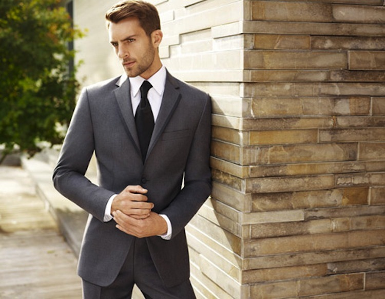 Black_by_vera_wang_two-button_gray_notch_lapel.full