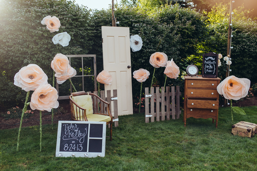 Amazing_outdoor_photo_booth.full