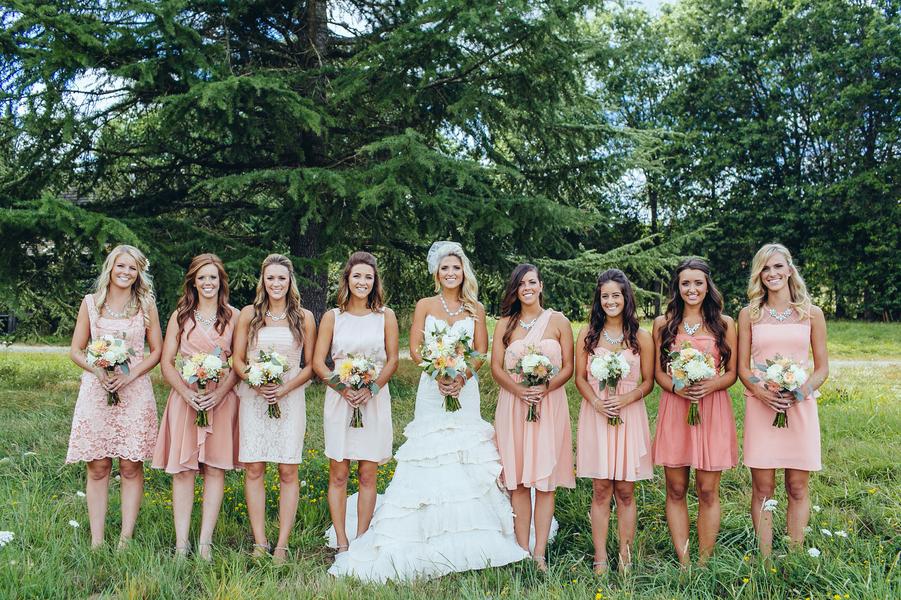 Bridesmaids_in_pink_dresses.full