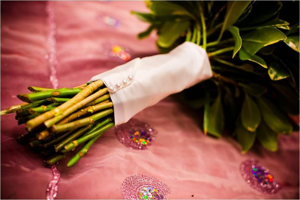 Diy-wedding-flowers-bridal-bouquet-rhinestone-encrusted-handle.full