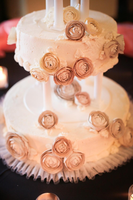 Wedding-cake-romantic-bridal-style-paper-ranunculus-wedding-flowers.full