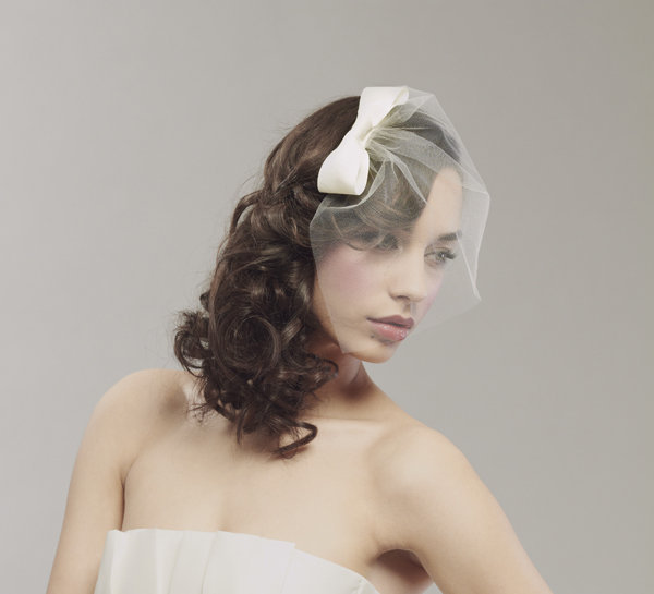 Vintage-bridal-blusher-tulle-veil-mini-bow.full