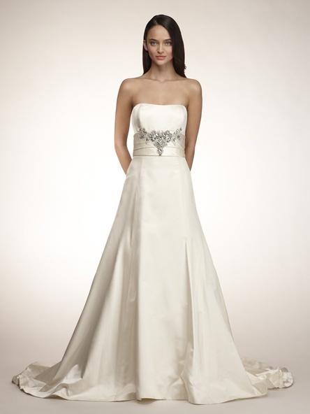 Amsale-classic-wedding-dress.full