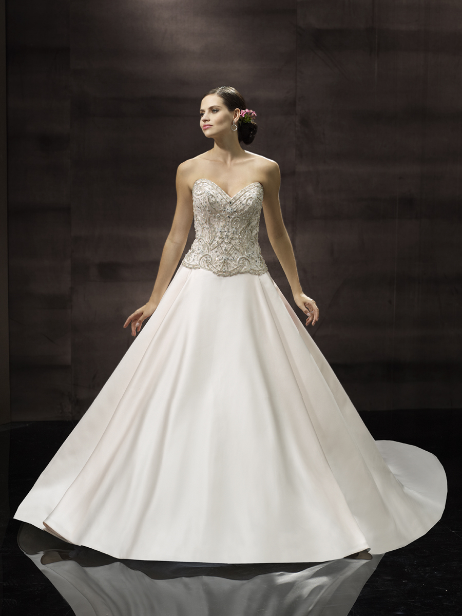 Classic_wedding_gown_from_moonlight_couture.full