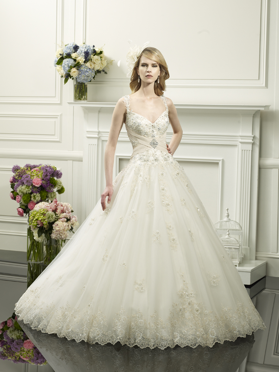 Crystal_applique_wedding_gown_from_moonlight_couture.full