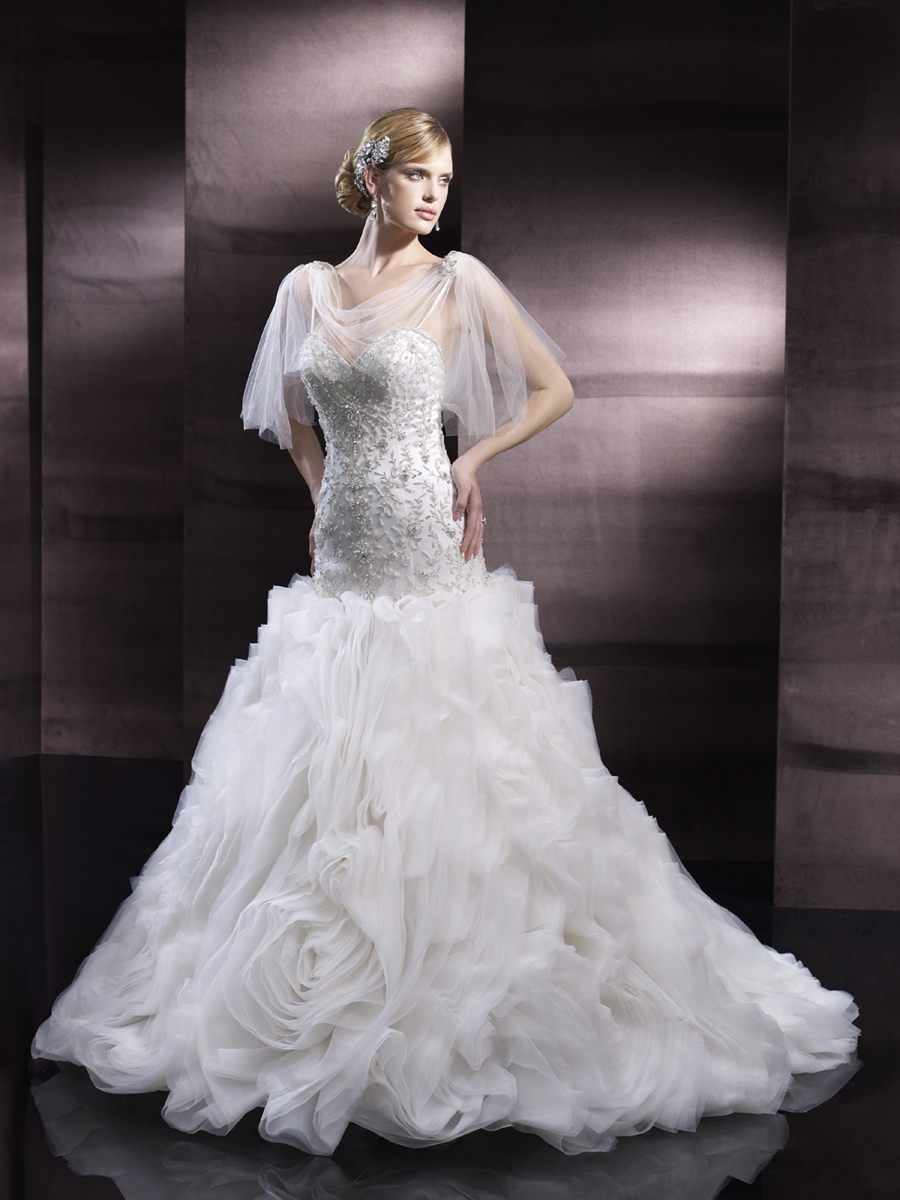 Full_skirt_wedding_gown_from_moonlight_couture.full