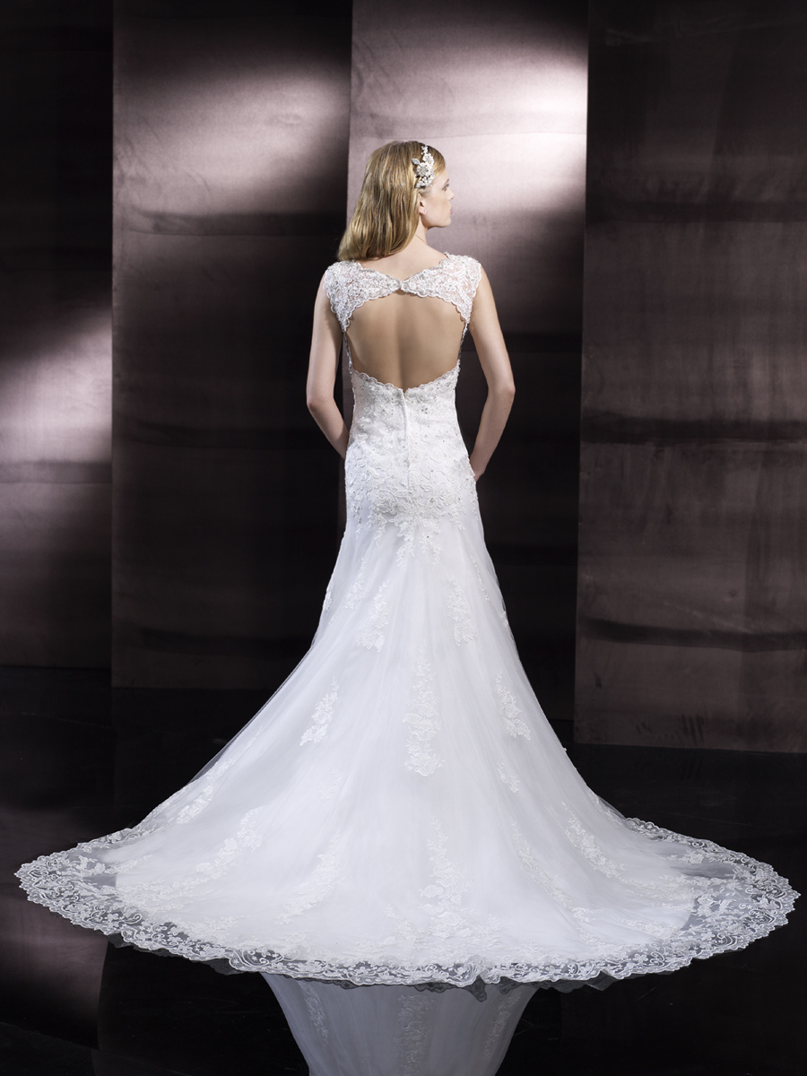 Open_back_wedding_gown_from_moonlight_couture_1.full
