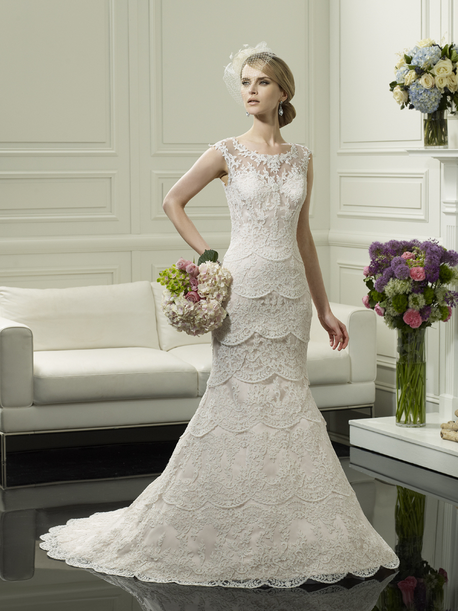 Scalloped_lace_wedding_gown_from_moonlight_couture.full