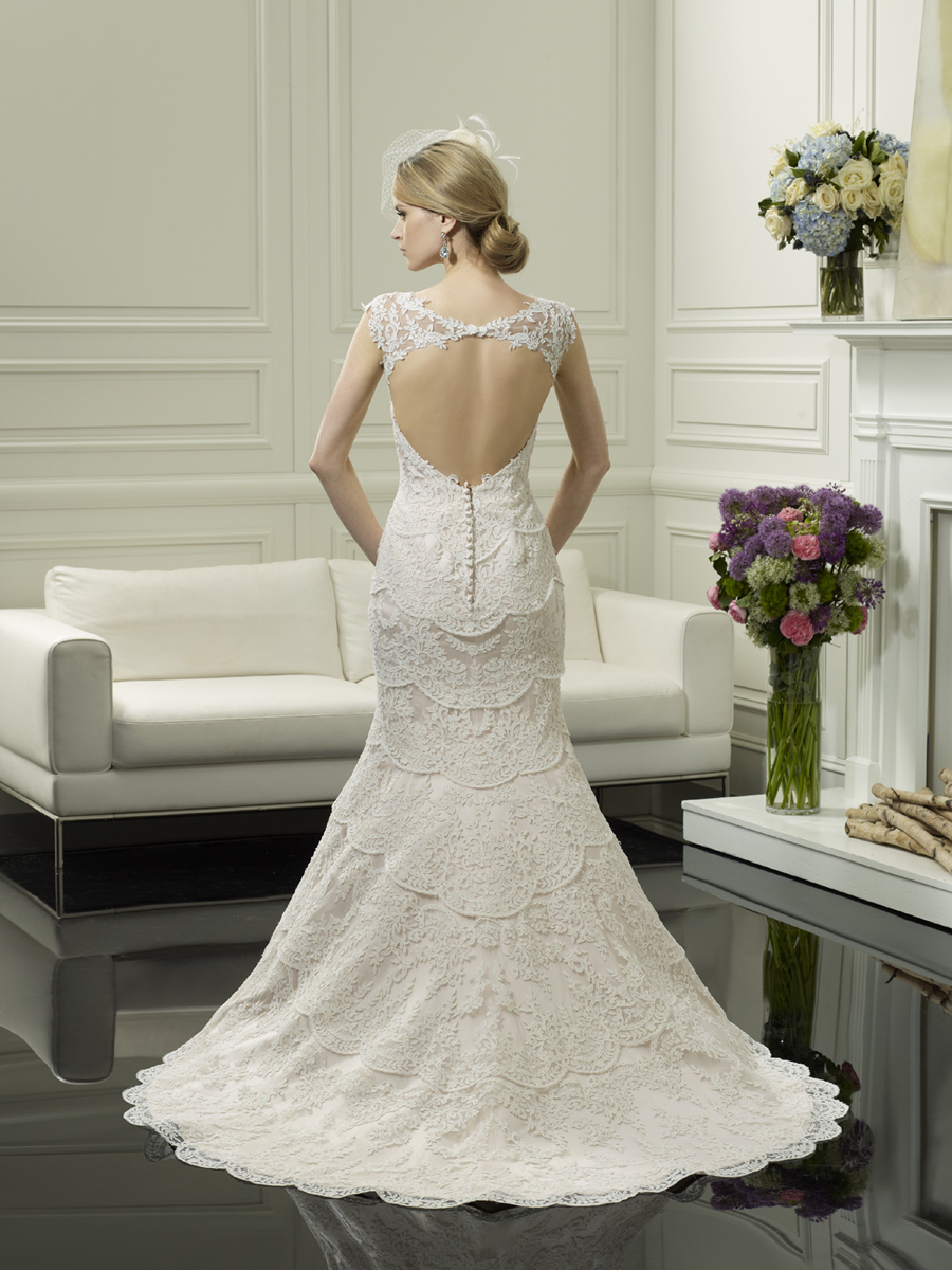 Scalloped_lace_wedding_gown_from_moonlight_couture_1.full