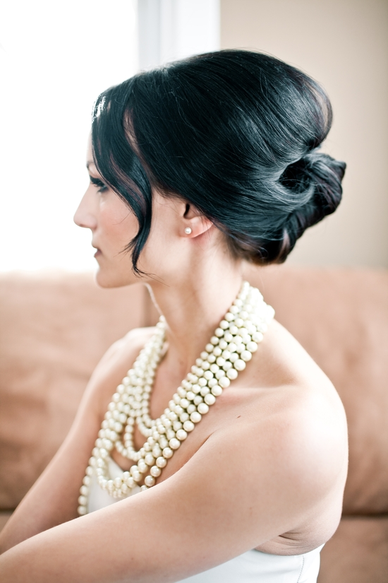 Vintage bridal hairstyle and soft, natural makeup