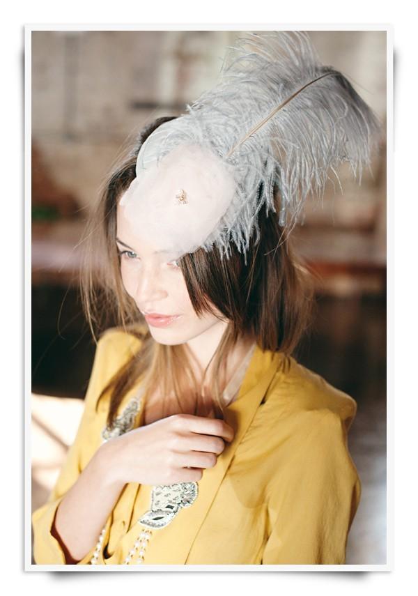 Feather-wedding-hair-bridal-fascinator.full