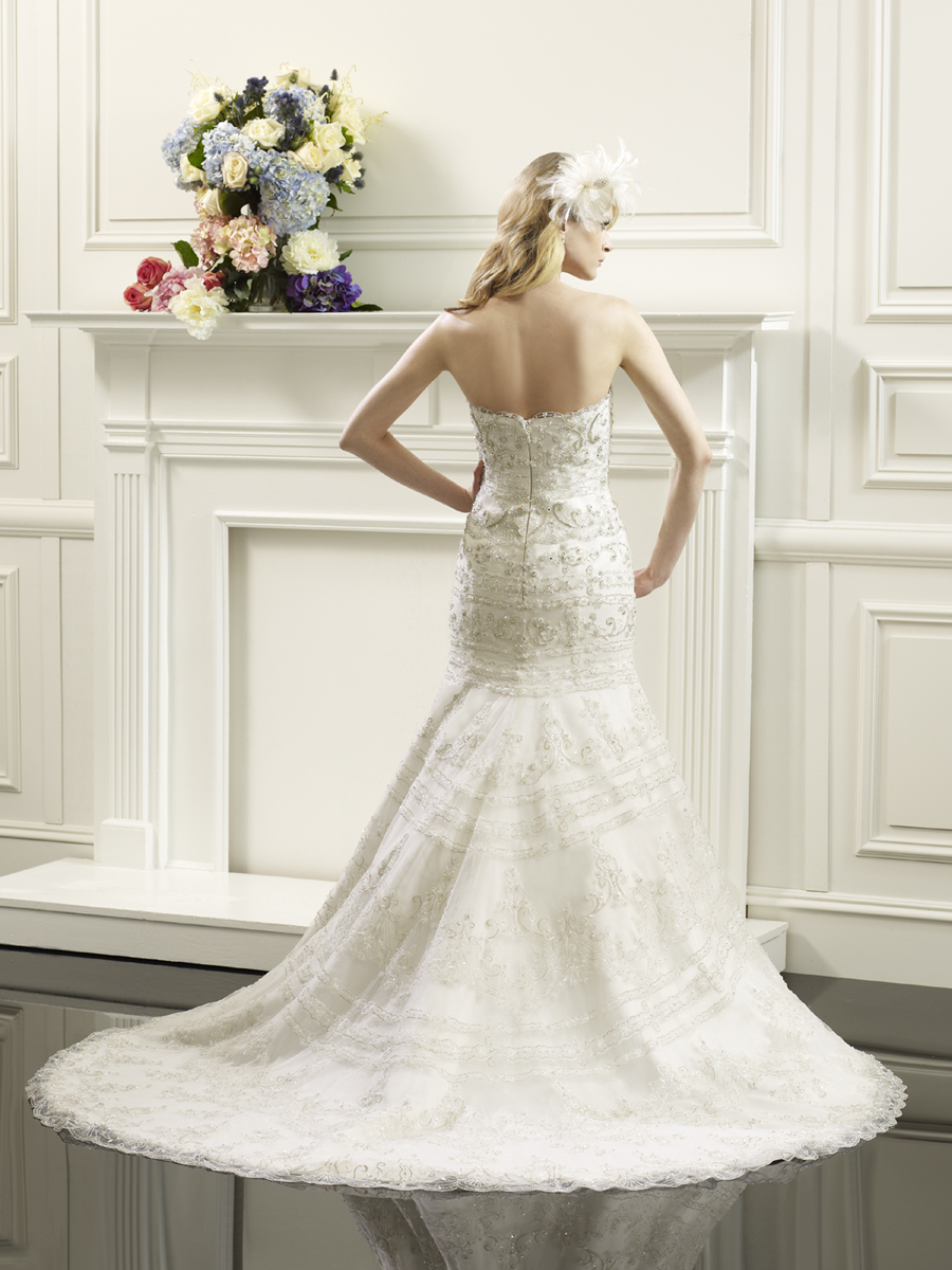 Val_stefani_wedding_gown_back.full