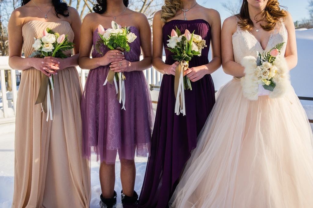 Winter_flowers_for_the_bridesmaids_and_bride.full
