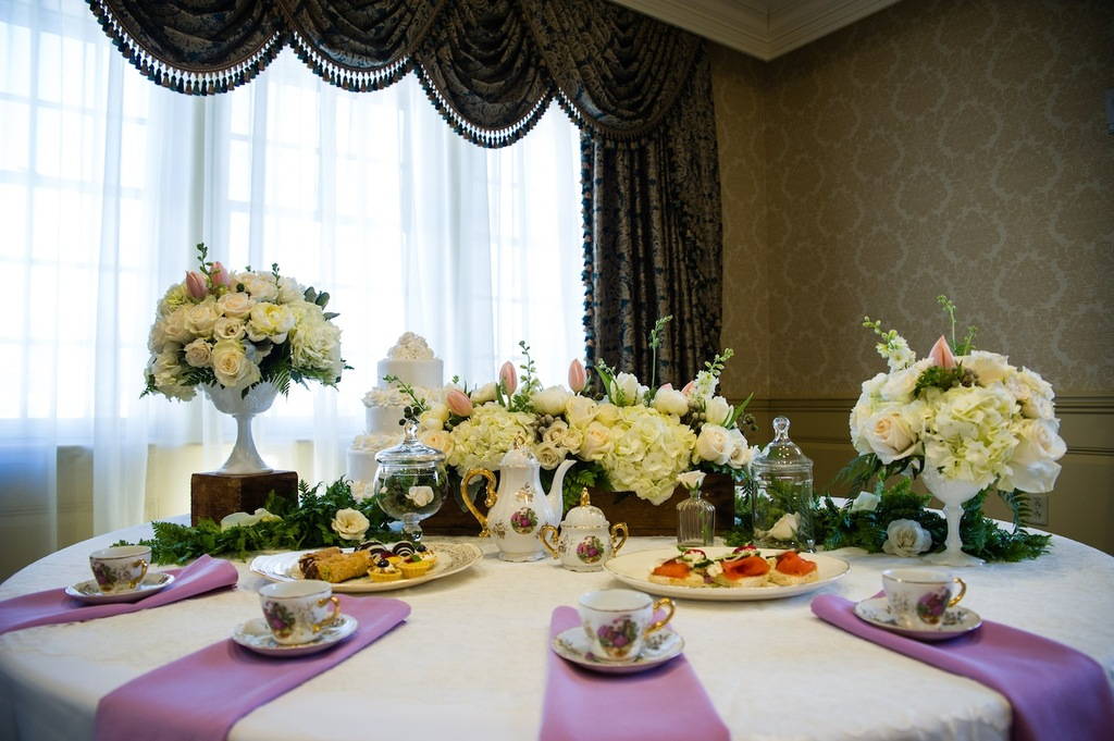 Winter_table_setting_with_china.full