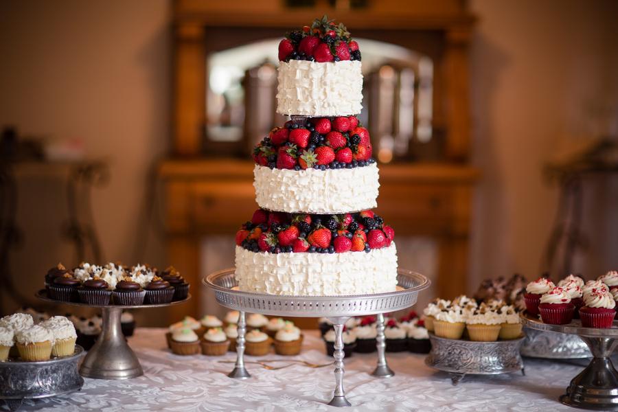 Berry_wedding_cake.full