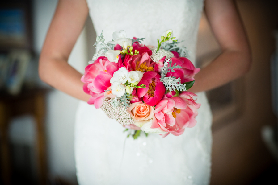 Bridal_bouquet_with_peonies_and_ranunculus.full