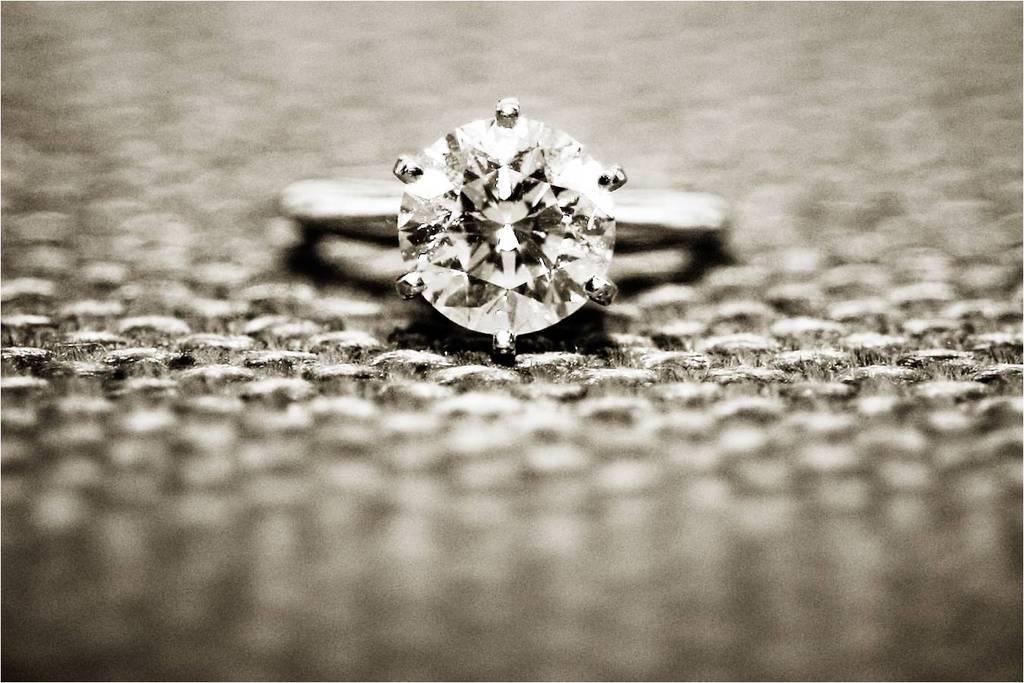 Diamond-engagement-ring-round-diamond-platinum-setting.full