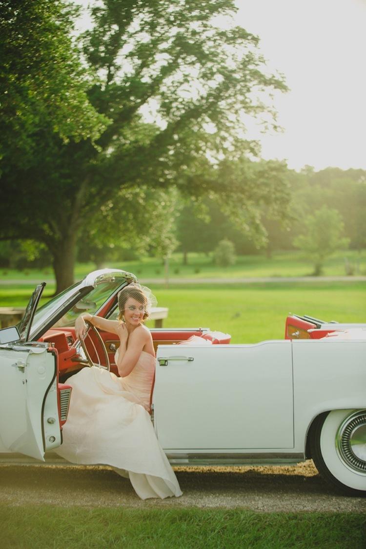Bride_in_a_vintage_car.full