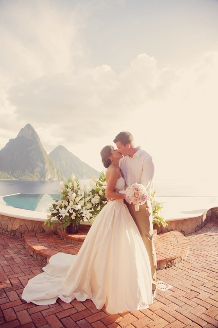 Destination_wedding_ceremony_kiss.full