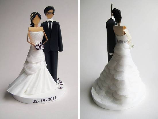 GOrgeous bride and groom wedding cake topper