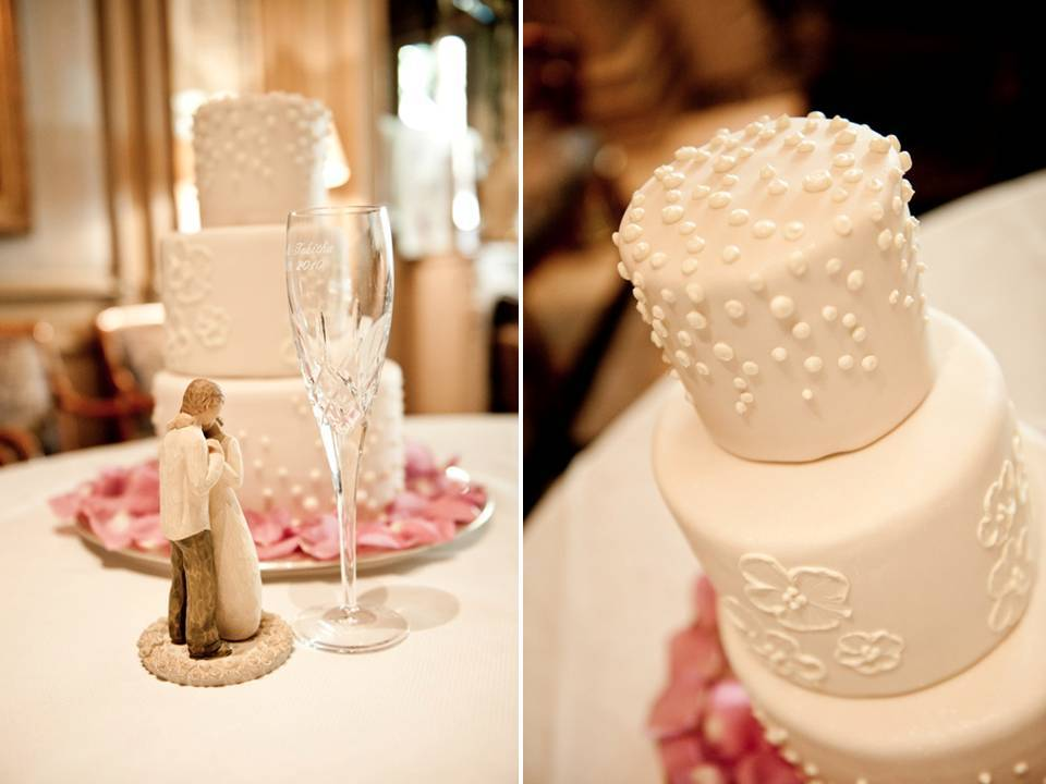 Classic-ivory-wedding-cake-las-vegas-wedding-reception-blush-pink-flowers.full