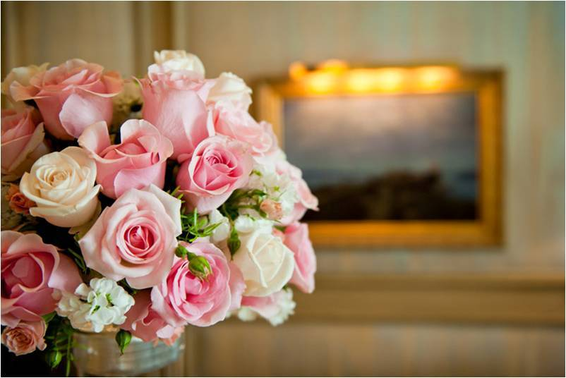 Romantic Real Wedding In Las Vegas At The Mirage Pink And Ivory Bridal Bouquet