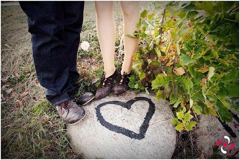 Romantic-wedding-photo-shoot-outdoorsy-bride-and-groom.full