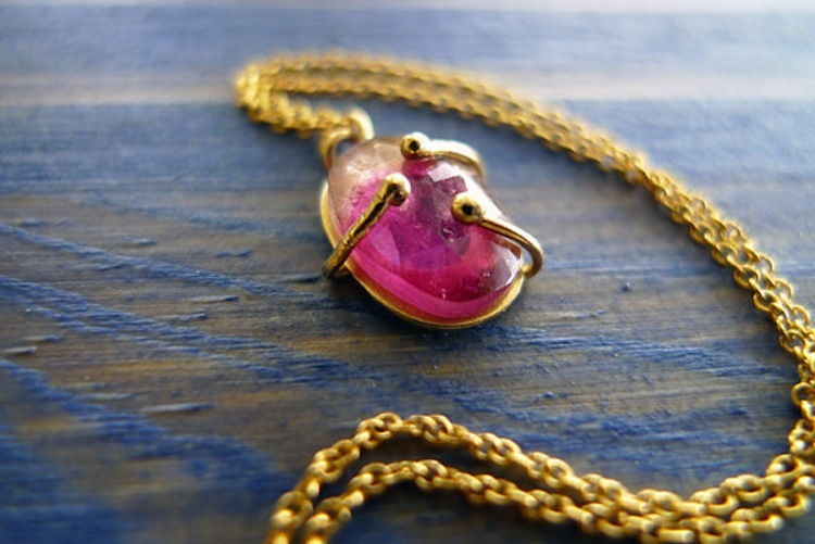 Pink_and_gold_necklace.full
