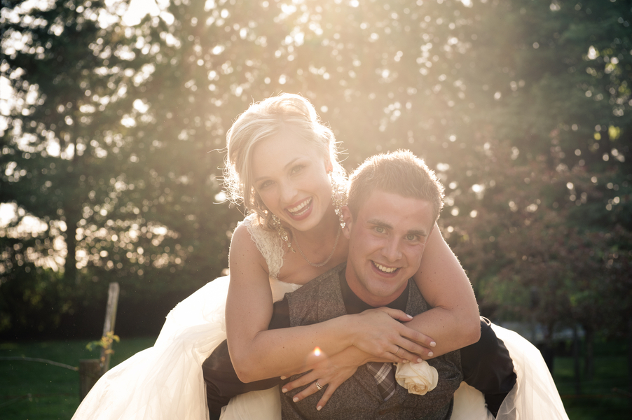 Adorable_bride_and_groom_photo.full