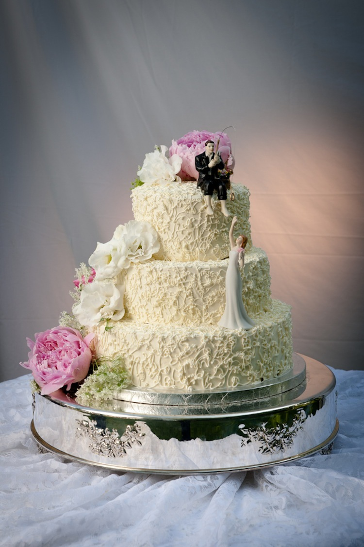 Classic wedding cake with peonies