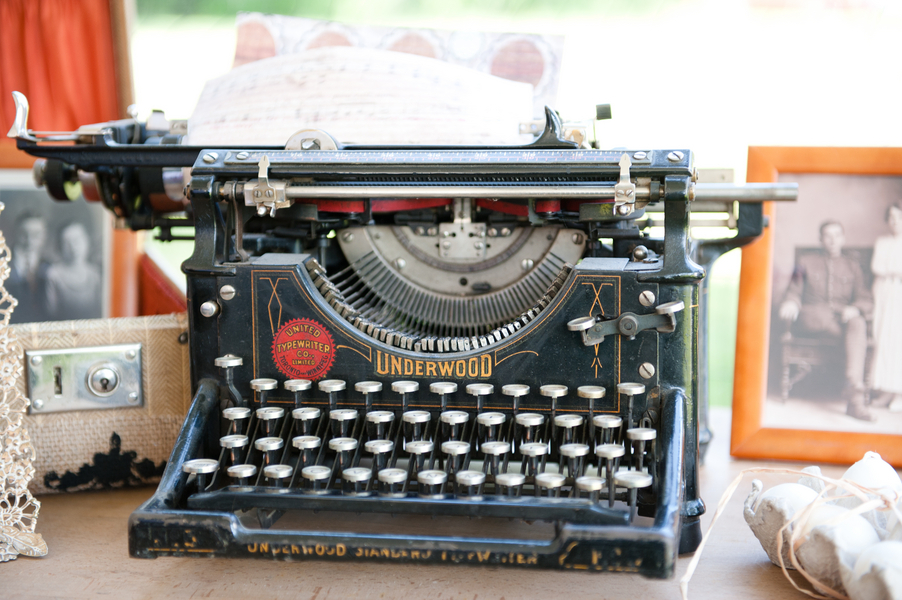 Vintage_typewriter_for_guestbook.full