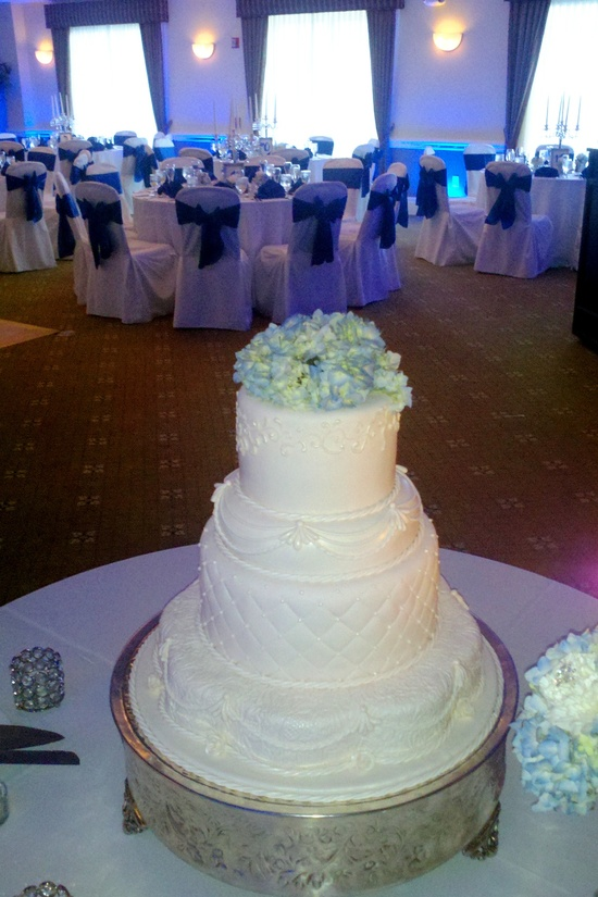 Reception: Blue accents, white cake with hydrangea