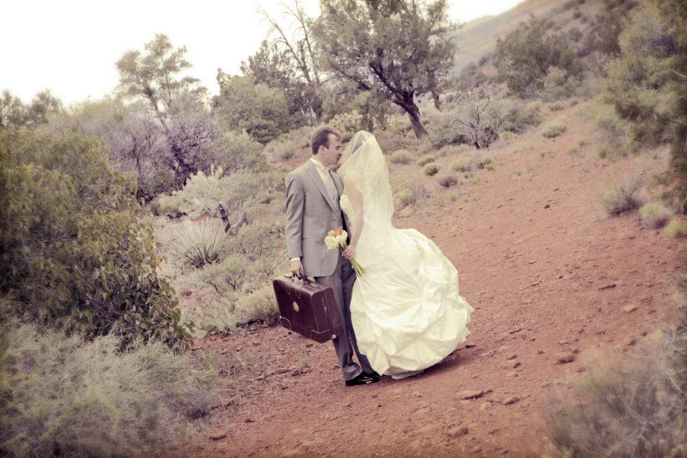 Outdoor-wedding-photo-ivory-wedding-dress.full