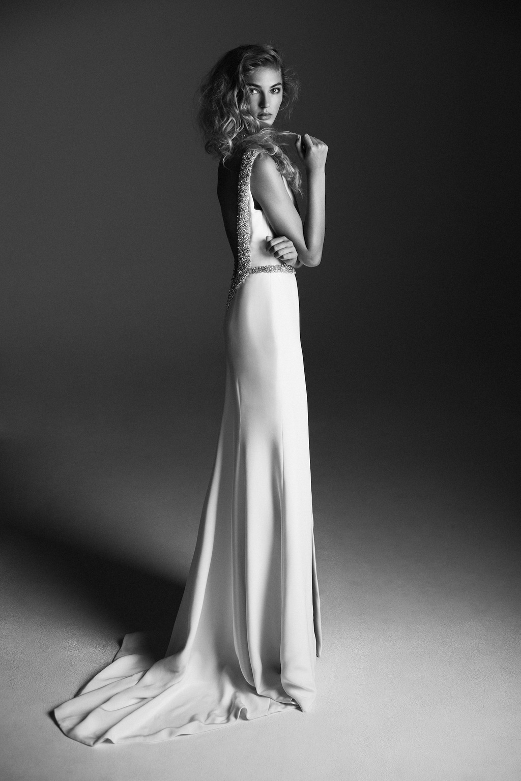 Sophisticated_wedding_dress_from_alana_aoun_black_and_white.full