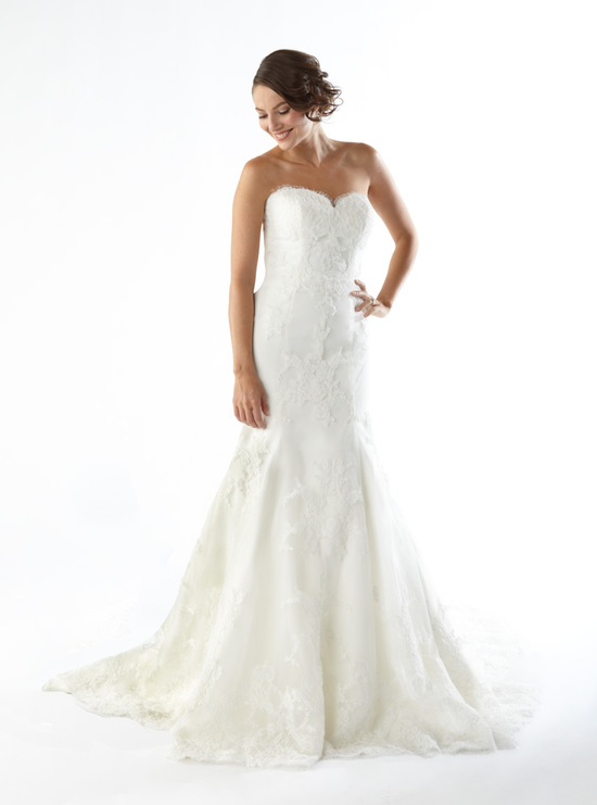 Romantic white lace mermaid wedding dress with sweetheart neckline